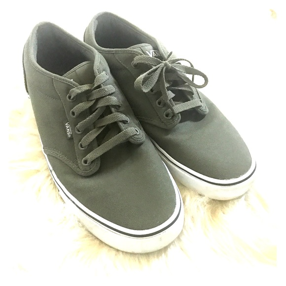 188b2ae531 Vans men s green canvas classic lace up sneaker 12.  M 5b423a2bc89e1d321edc4190